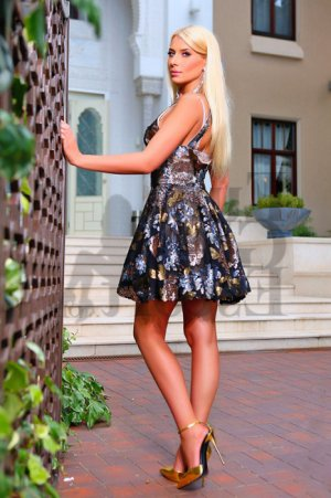 Anna-carla escort girl in Gladeview FL