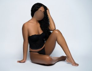 Roselinde escort girl in Muskegon Heights Michigan and nuru massage