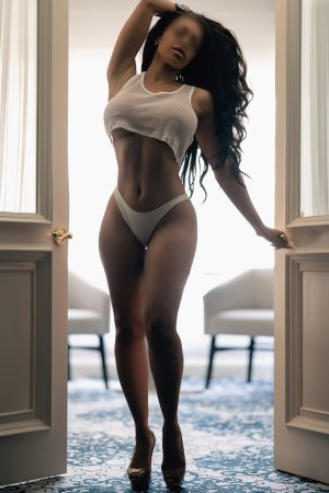 Haude escort girls in Signal Hill CA