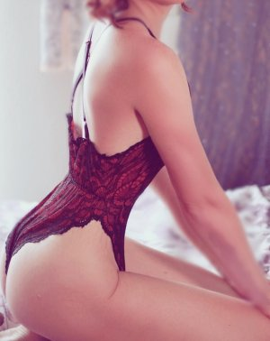 Evita erotic massage in Loveland Colorado and mature escort